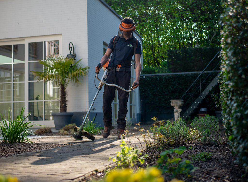 Landscaper edging grass lawn